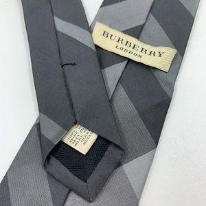 Burberry Mens Tie Necktie Silk Gray Plaid Narrow